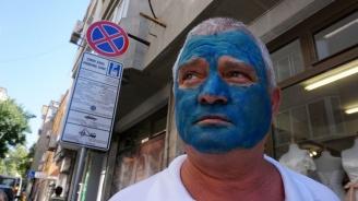 Росен Марков се боядиса в синьо в чест на Синята зона във Варна (снимки)