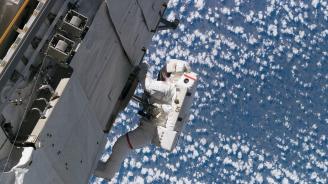 Руски космонавти излязоха в открития космос (видео)