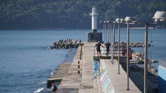 Вълна блъснала в тетраподите водолаз, издирвал децата в морето край Варна