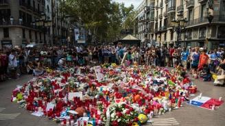 Близки на жертвите на атентата в Барселона положиха цветя на емблематичния булевард Рамблас