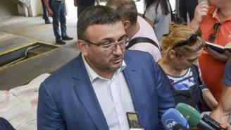 Младен Маринов: Кражба е основната версия за проникването в дома на Бранимир Ботев