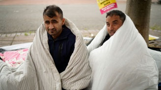 Унгария отказва храна на бежанци, за да ги принуди да се върнат