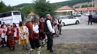 Цветанов откри Международния фестивал на фолклорната носия в Жеравна (снимки)