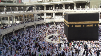 В Саудитска Арабия утре започва хаджът