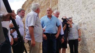 """Премиерът удивен от археологическите находки на могилата """"Мал тепе"""" и край Петрич (обновена+снимки)"""
