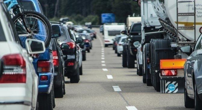 Интензивен е трафикът за леки автомобили на пунктовете по границата