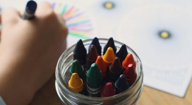 Учителката, крещяла по деца в детска градина в Плевен, от днес отново е на работа