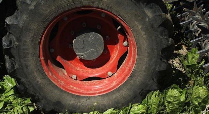 13-годишен загина, след като бе прегазен от трактор, управляван от