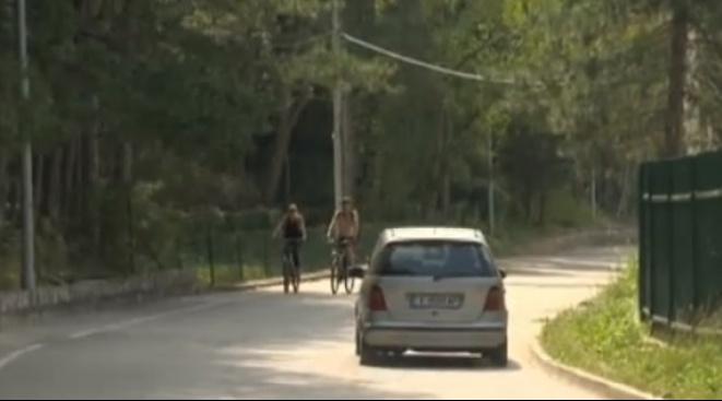 """Езерото """"Панчарево"""" в София привлича стотици туристи през почивните дни."""