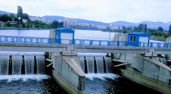 Трети ден Регионалната екоинспекция в Хасково търси източника на замърсяване