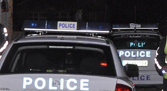 Полицаи от Лом са издърпали нож от ръцете на изпаднал