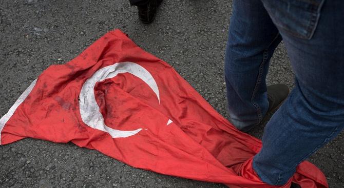 Гърция защитава терористи, заяви говорител на управляващата Турция Партия на