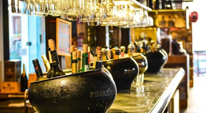 Най-заклетите пияници в Обединеното Кралство изпиват 68 процента от алкохола,