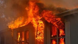 Седем тежко пострадали, включително пет деца, при пожар край Париж