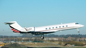 Самолет спука две гуми при излитане в Ню Джърси