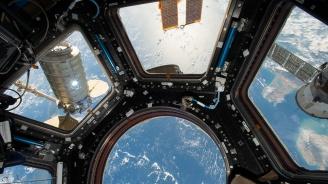 Астронавти играха тенис в Космоса (видео)