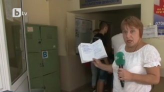 Дълги опашки, нерви и скандали в КАТ-Враца от дни