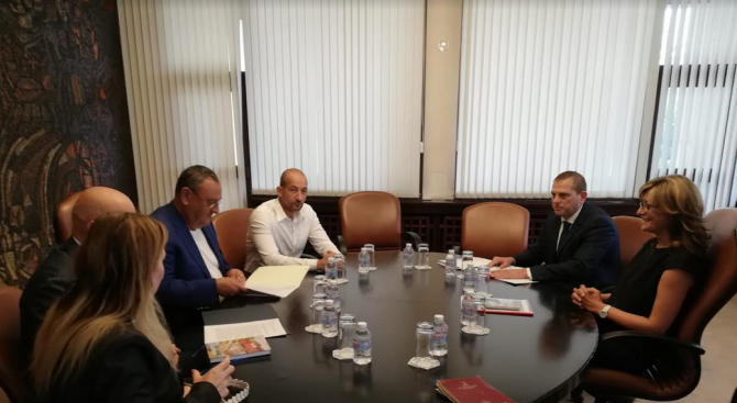 Екатерина Захариева и Камарата на строителите проведоха работна среща