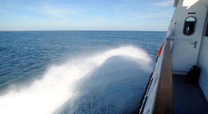 Гръцки ферибот с 875 пътници на борда и 141 души