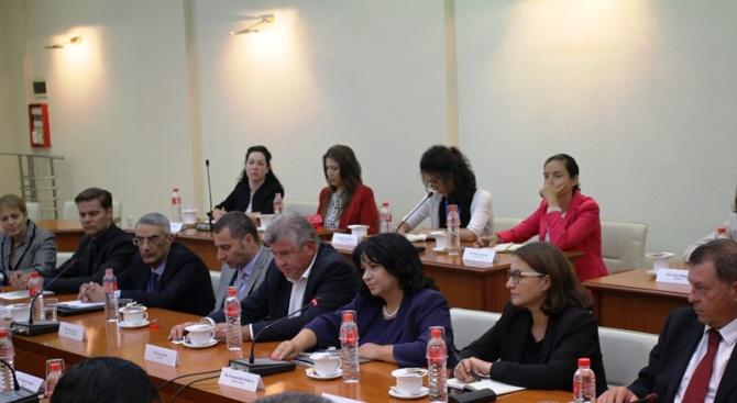 Министърът на енергетиката Теменужка Петкова се срещна днес с представители