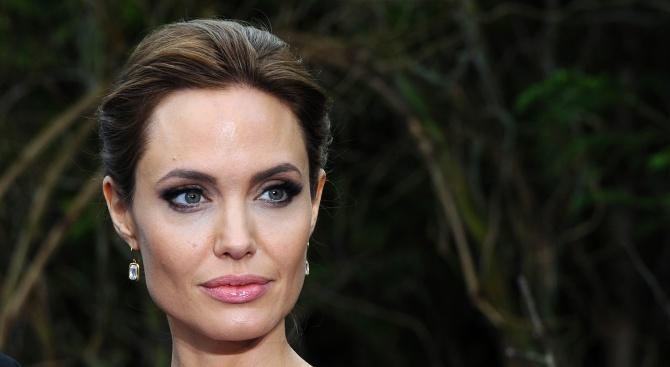 Доскоро красавицата на Холивуд днес Анджелина Джоли плаши с външния