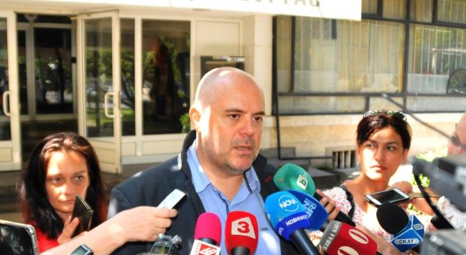 Иван Гешев: 10 милиона лева са открити при претърсванията в хотелите на Ветко Арабаджиев (видео)