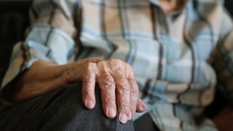 Мним лекар измами 84-годишна пловдивчанка