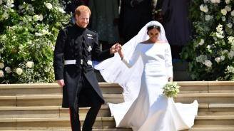 Излагат сватбената рокля на Меган и униформата на Хари в Уиндзор и Единбург