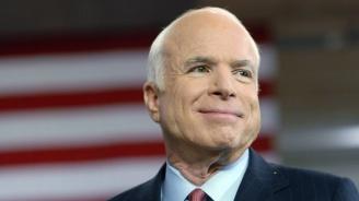 Джон Маккейн ще бъде изпратен в последния си път от 106-годишната си майка
