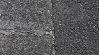 Следователи ще взимат проби от пътя Своге-София