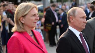 Австрийска министърка танцува валс с Путин и самба с колеги от ЕС