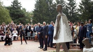 Паметник на Махатма Ганди откриха в София (галерия)