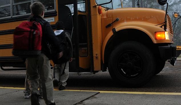 В над 600 общински училища монтират шкафчета за учебниците на