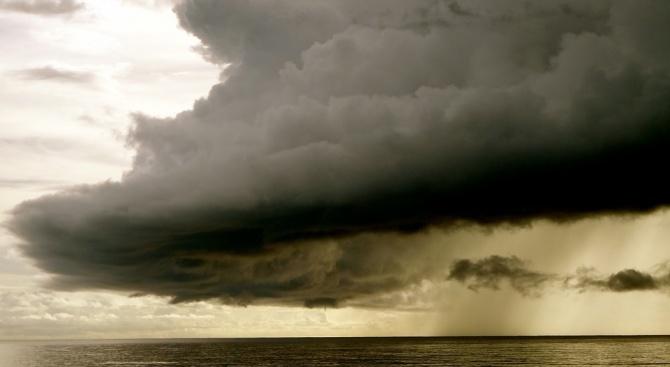 Тропическата буря Гордън се засилва и се насочва към бреговете