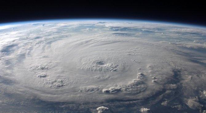Тропическата буря Гордън отслабна до депресия, преминавайки над централната част