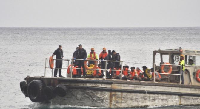 Испанският власти съобщиха, че спасителни екипи са открили петима мъртви