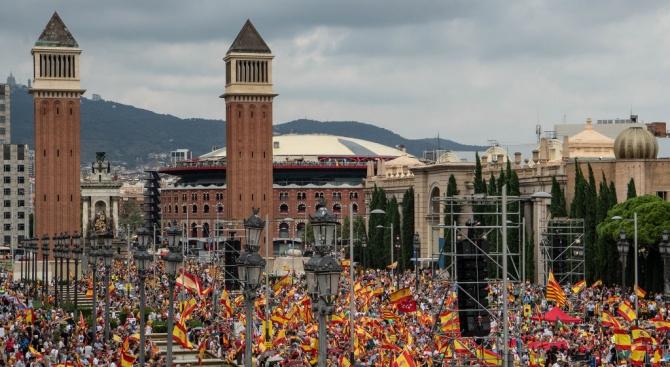 Няколко хиляди испанци се включиха днес в демонстрации в Барселона