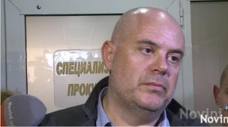 """Шефът на """"Винпром Карнобат"""" арестуван при акцията на спецпрокуратурата, задържани са над 10 души (видео)"""