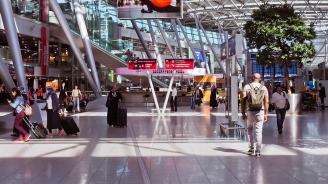 Пътници от два полета, пристигнали от Европа в САЩ, са показали признаци на заболяване