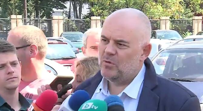 Иван Гешев: До момента няма задържани лица след акцията в заведенията в София (видео)