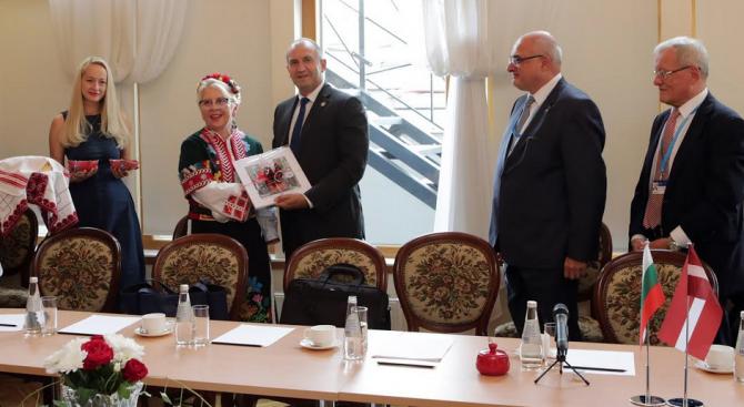 Президентът се срещна с представители на българската общност в Латвия
