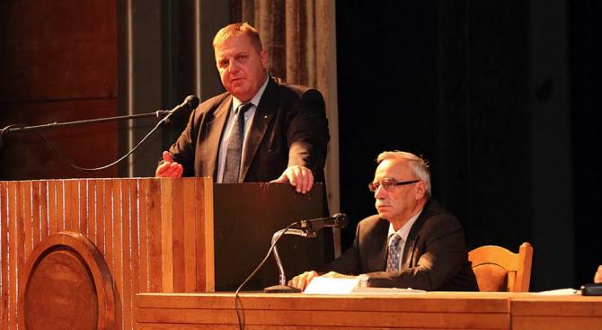 Каракачанов: Въвеждането на доброволната военна служба трябва да бъде прието след широк обществен дебат