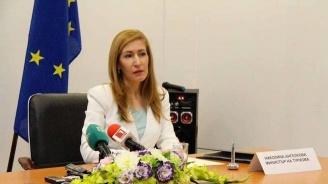 Ангелкова се среща с представители на туристическия бранш, местната власт и контролните органи в Бургас