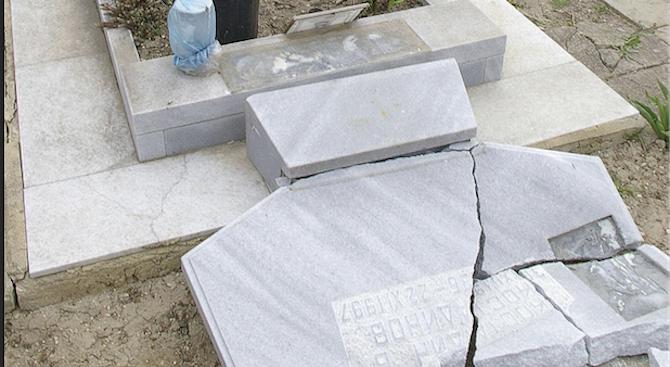 Психично болен мъж от турски произход е потрошил мюсюлманските гробове в Добрич