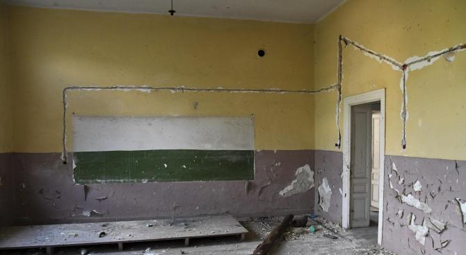 Бивши училища са обявени за продан в интернет, като цената
