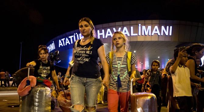 Разпръснаха със сълзотворен газ протест на работници на новото летище в Истанбул