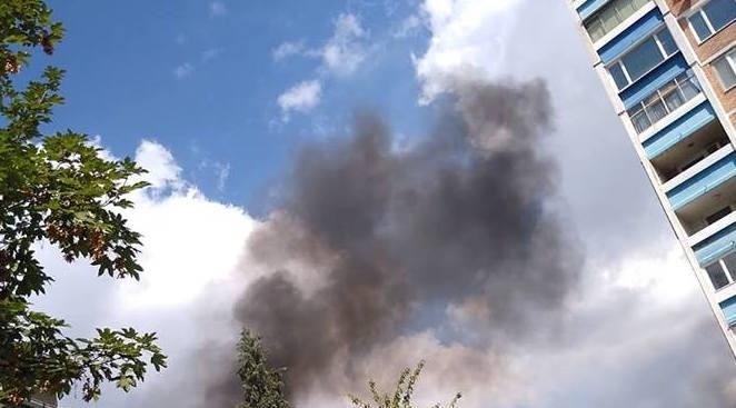 Пожар избухна в столичния квартал Изток, предаде репортер на novini.bg.
