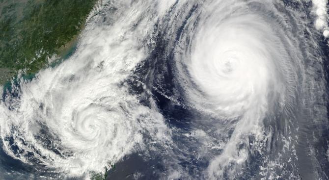 Най-малко 25 са жертвите на мощния тайфун Мангхут, който връхлетя