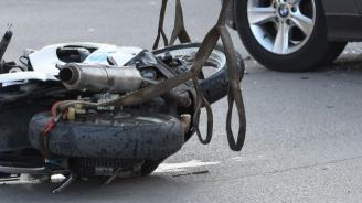 Млада жена е тежко ранена след катастрофа с мотор
