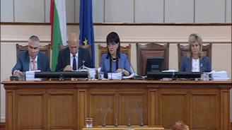 Цвета Караянчева: Оставките на тримата министри ще се гласуват утре